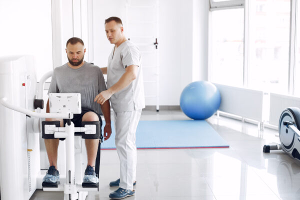 doctor-with-patient-physiotherapy-clinic-ec08e2c1